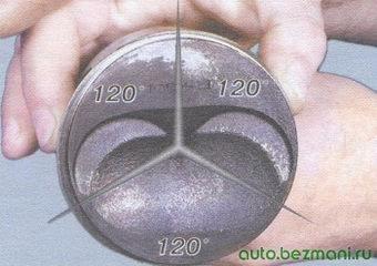 расположение замков поршневых колец под углом 120°