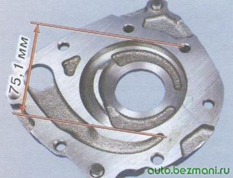 диаметр гнезда ведомой шестерни на корпусе масляного насоса