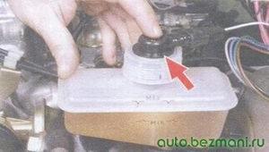 проверка датчика падения уровня тормозной жидкости