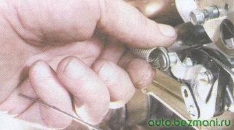 возвратная пружина привода акселератора