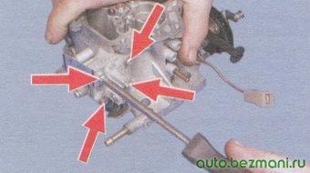 винты крепления крышки ускорительного насоса