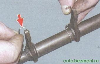 вилка выключения сцепления - пружинный фиксатор