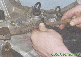 нижний наконечник оболочки троса сцепления