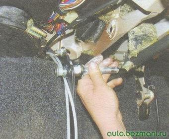 педаль сцепления - ось педали сцепления