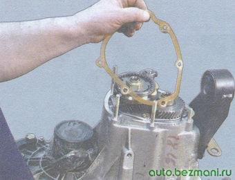 уплотнительная прокладка картера коробки передач