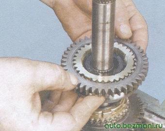 синхронизатор 1-ой и 2-ой передач с блокирующим кольцом синхронизатора