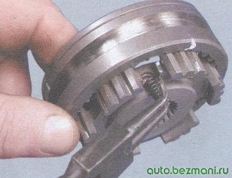 пружина фиксатора синхронизатора